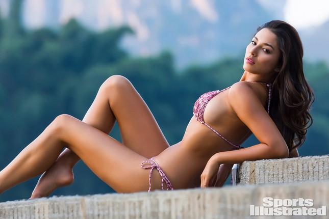 Siêu mẫu áo tắm Úc đẹp như mộng trên biển với bikini hồng 'rực lửa' ảnh 11