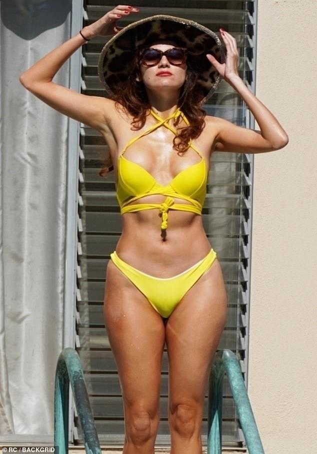 Mỹ nhân Hollywood siêu nóng bỏng với áo tắm ảnh 4