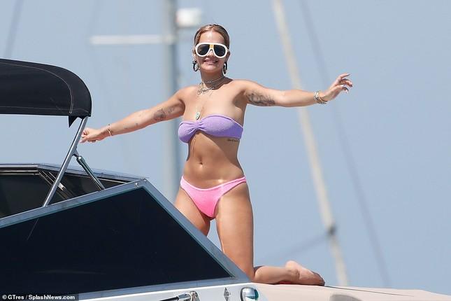 Rita Ora mặc bikini 'bốc lửa' vẫn khiến fan thất vọng ảnh 10