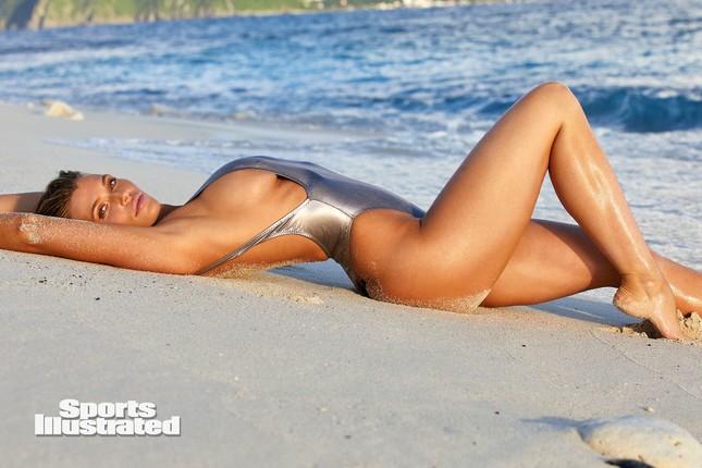 Samantha Hoopes nóng bỏng 'nghẹt thở' trên tạp chí áo tắm danh tiếng ảnh 3
