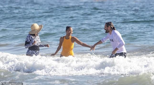 Sao 'Avatar' hiếm hoi lộ ảnh mặc áo tắm trước công chúng ảnh 1