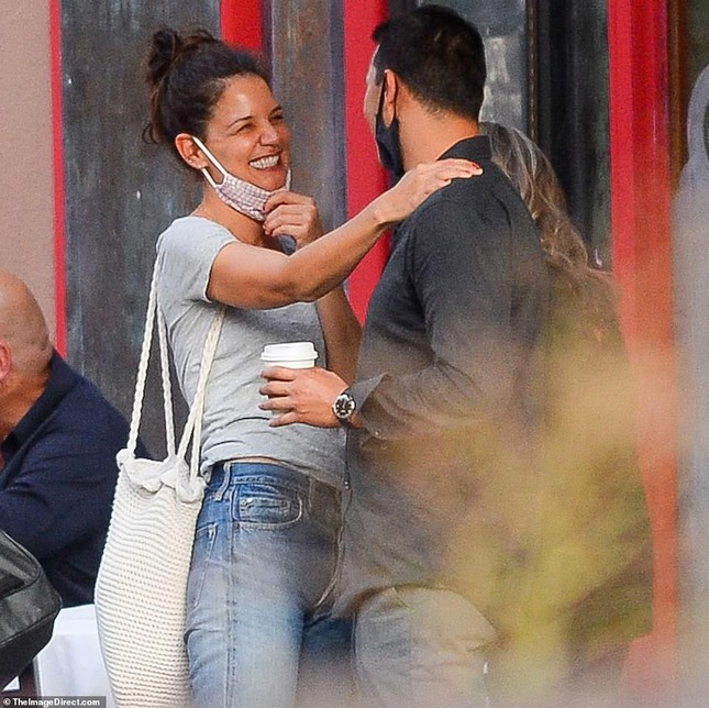 Katie Holmes hôn say đắm bồ trẻ, dường như chưa hạnh phúc như thế sau ly hôn Tom Cruise ảnh 2