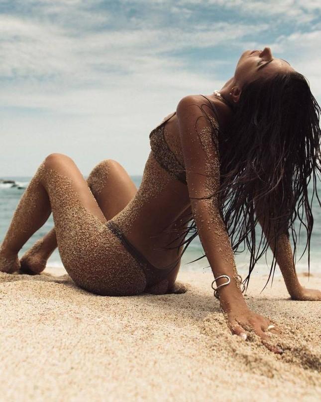 Chân dài 9x Carmella Rose trình diễn áo tắm phô body đẹp như tạc tượng ảnh 4