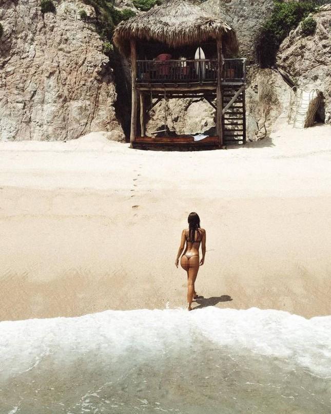 Chân dài 9x Carmella Rose trình diễn áo tắm phô body đẹp như tạc tượng ảnh 6