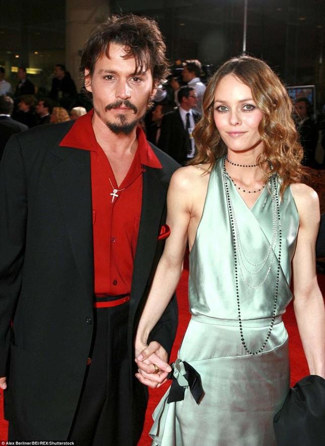 Người tình 14 năm không cưới của 'cướp biển' Johnny Depp khoe sắc vóc ở tuổi 48 ảnh 5