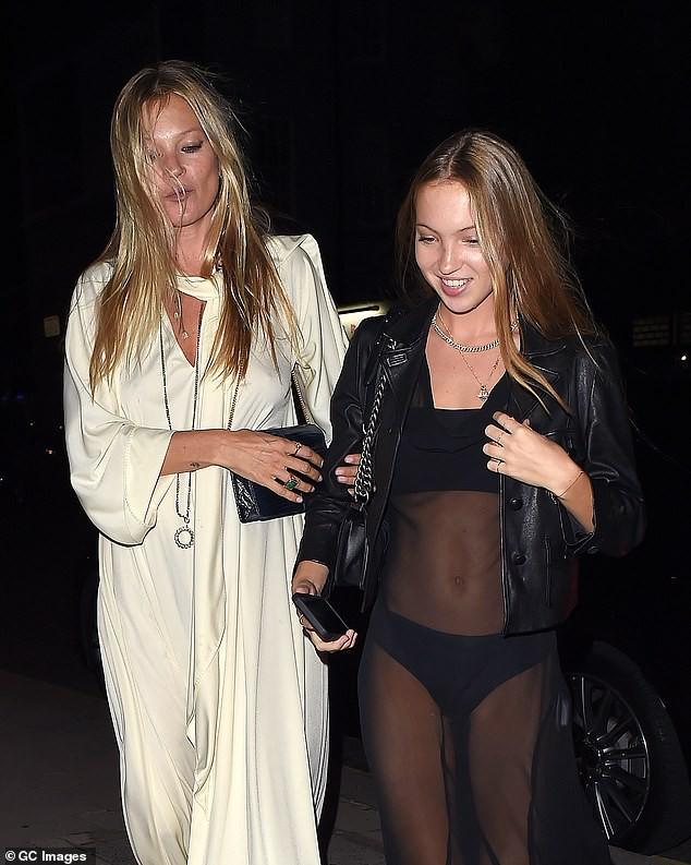Con gái 18 tuổi của huyền thoại mẫu Kate Moss mặc lộ nội y hớ hênh phản cảm ảnh 3