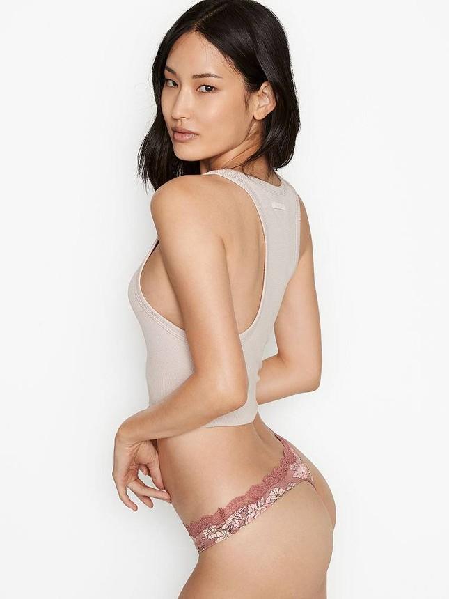 Chân dài Hàn Quốc khoe dáng nuột nà quyến rũ với nội y Victoria's Secret ảnh 1