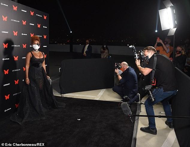 Người đẹp đa tài Janelle Monae mặc tôn ngực gợi cảm dự ra mắt phim ảnh 2