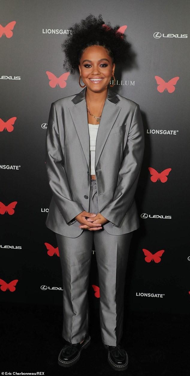 Người đẹp đa tài Janelle Monae mặc tôn ngực gợi cảm dự ra mắt phim ảnh 7