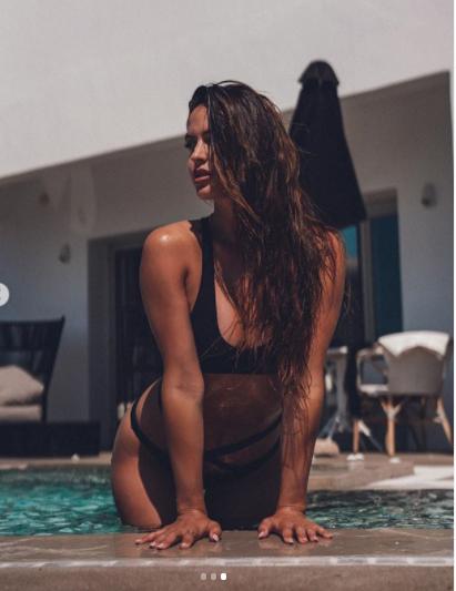 Bạn gái siêu mẫu của cầu thủ Neymar tung ảnh bán nude đẹp như tạc tượng ảnh 4