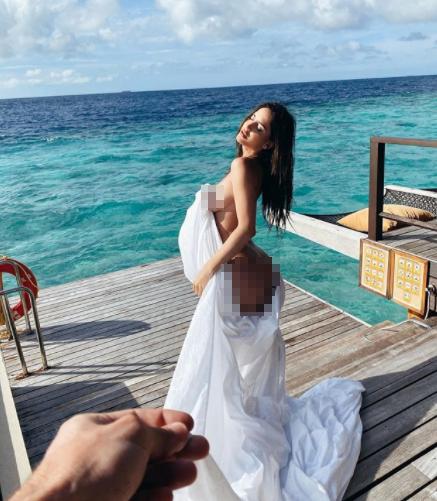 Bạn gái siêu mẫu của cầu thủ Neymar tung ảnh bán nude đẹp như tạc tượng ảnh 7