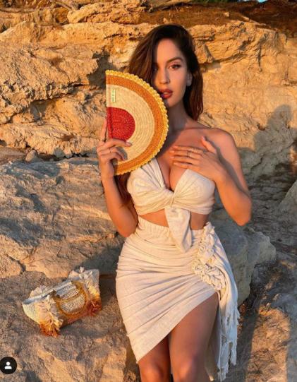 Bạn gái siêu mẫu của cầu thủ Neymar tung ảnh bán nude đẹp như tạc tượng ảnh 9