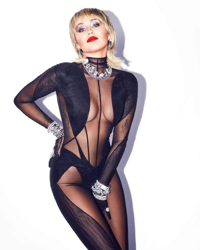 'Gái hư' Miley Cyrus 'thả rông' vòng một ra phố ảnh 6
