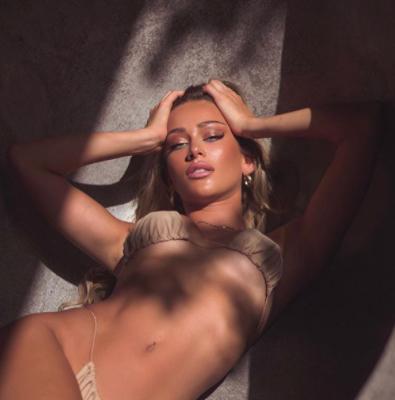 Mẫu nội y 9x Cindy Prado tung ảnh bikini siêu bé màu nude gợi cảm hết nấc ảnh 3