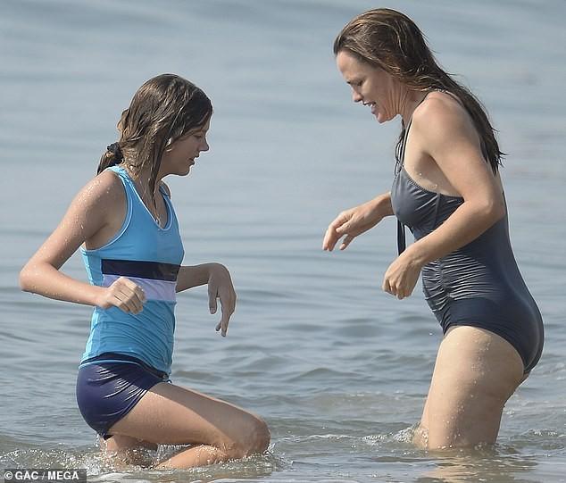 Jennifer Garner diện áo tắm thả dáng cực sexy ở tuổi U50 ảnh 3