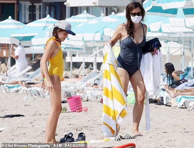Jennifer Garner diện áo tắm thả dáng cực sexy ở tuổi U50 ảnh 4