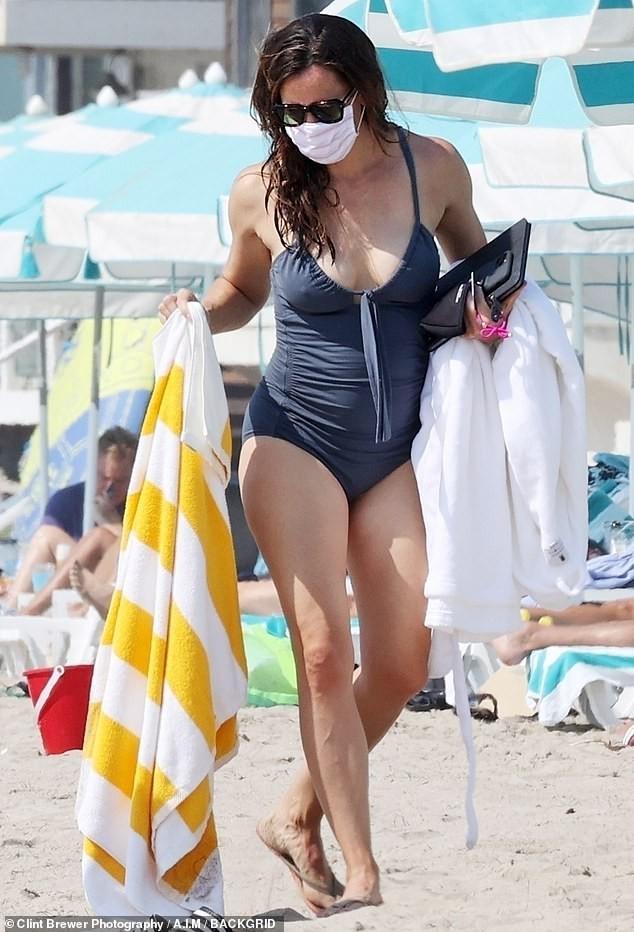 Jennifer Garner diện áo tắm thả dáng cực sexy ở tuổi U50 ảnh 7