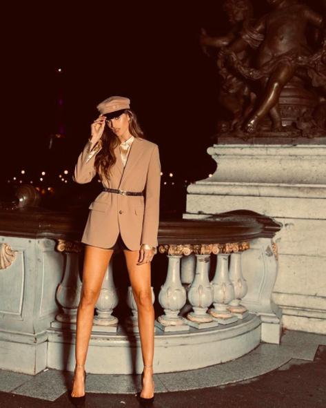 Tròn mắt ngắm body 'cực phẩm' của bạn gái siêu mẫu thủ môn tuyển Đức với bikini bé xíu ảnh 9