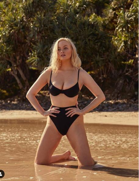 Simone Holtznagel nảy nở 'bốc lửa' với áo tắm ảnh 7