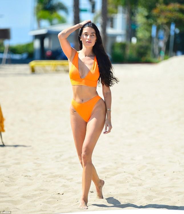 'Mỹ nhân nóng bỏng nhất Canada' mặc bikini bé xíu tôn đường cong tuyệt mỹ ảnh 11