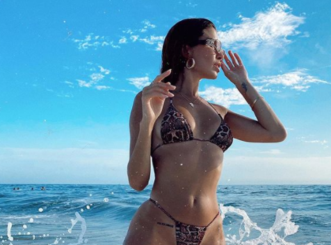 'Mỹ nhân nóng bỏng nhất Canada' mặc bikini bé xíu tôn đường cong tuyệt mỹ ảnh 3