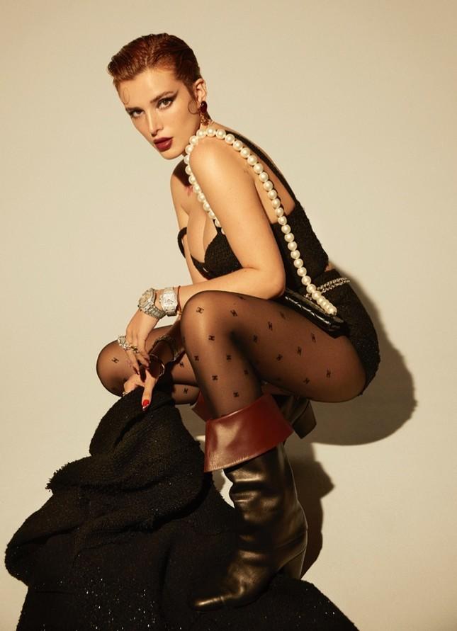 Bella Thorne khoe ngực 'nóng mắt' trên tạp chí ảnh 2