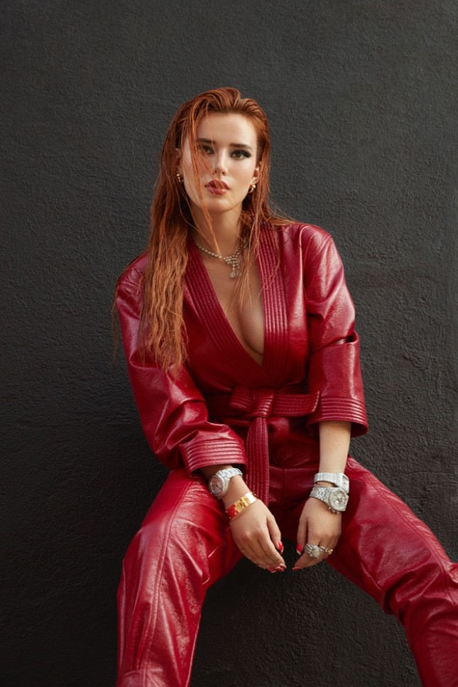 Bella Thorne khoe ngực 'nóng mắt' trên tạp chí ảnh 3