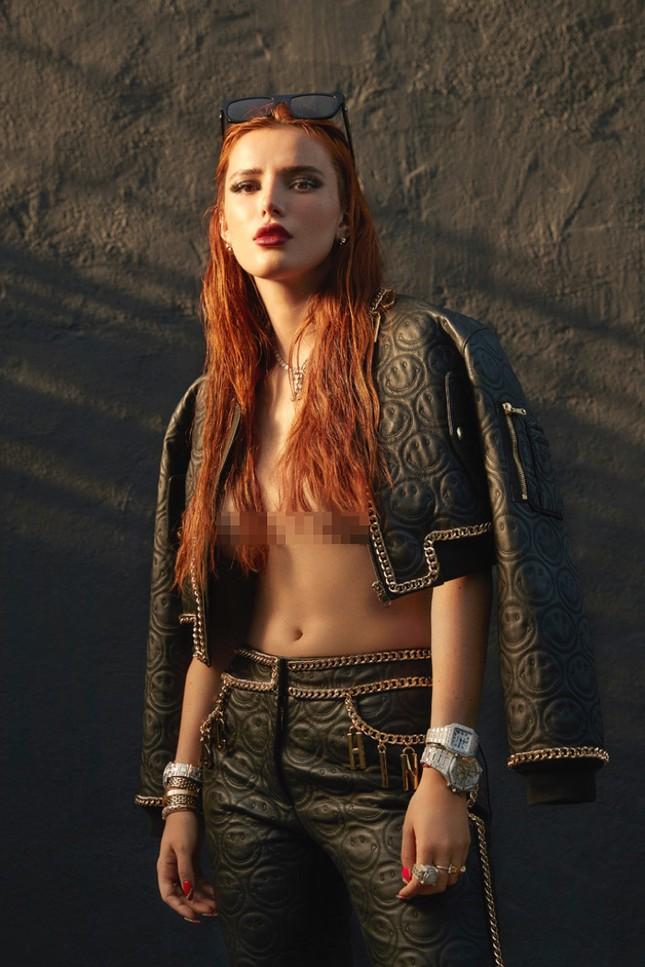 Bella Thorne khoe ngực 'nóng mắt' trên tạp chí ảnh 4