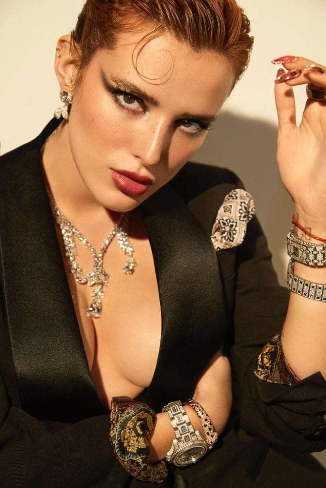 Bella Thorne khoe ngực 'nóng mắt' trên tạp chí ảnh 9