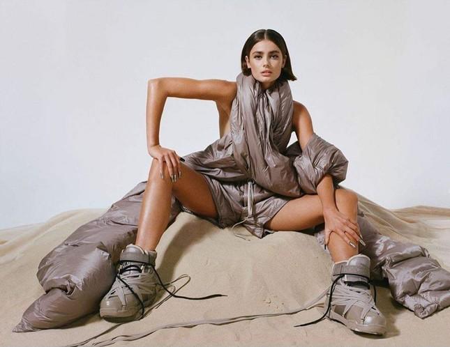 'Thiên thần nội y' Taylor Hill thần thái đẳng cấp siêu mẫu quốc tế, sexy đầy quyền lực ảnh 3