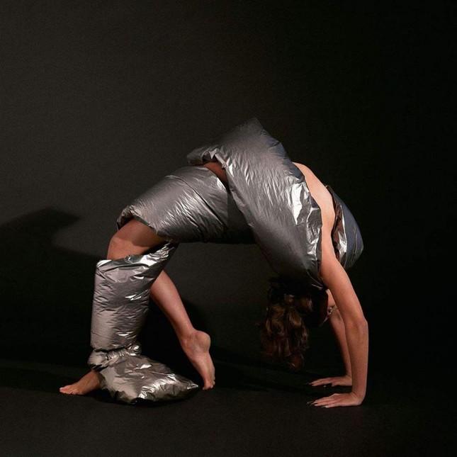 'Thiên thần nội y' Taylor Hill thần thái đẳng cấp siêu mẫu quốc tế, sexy đầy quyền lực ảnh 8