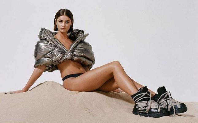 'Thiên thần nội y' Taylor Hill thần thái đẳng cấp siêu mẫu quốc tế, sexy đầy quyền lực ảnh 1