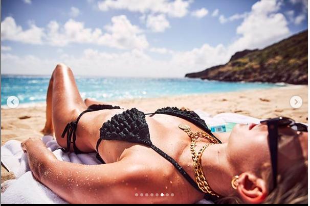 Devon Windsor chụp ngực trần, đẹp như tạc tượng giữa biển trời ảnh 6