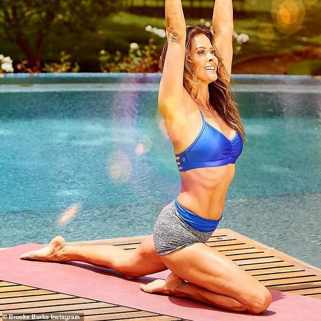 Cựu người mẫu Playboy Brooke Burke khoe hình thể săn chắc nóng bỏng khó tin tuổi 49 ảnh 1