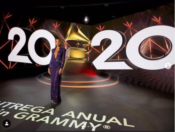 'Thiên thần' Lais Ribeiro khoe ngực đầy táo bạo tại giải Grammy Latin ảnh 1