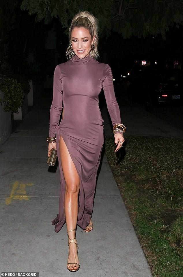 Kristin Cavallari mặc váy xẻ tà lộ vòng 3 phản cảm trên thảm đỏ ảnh 4