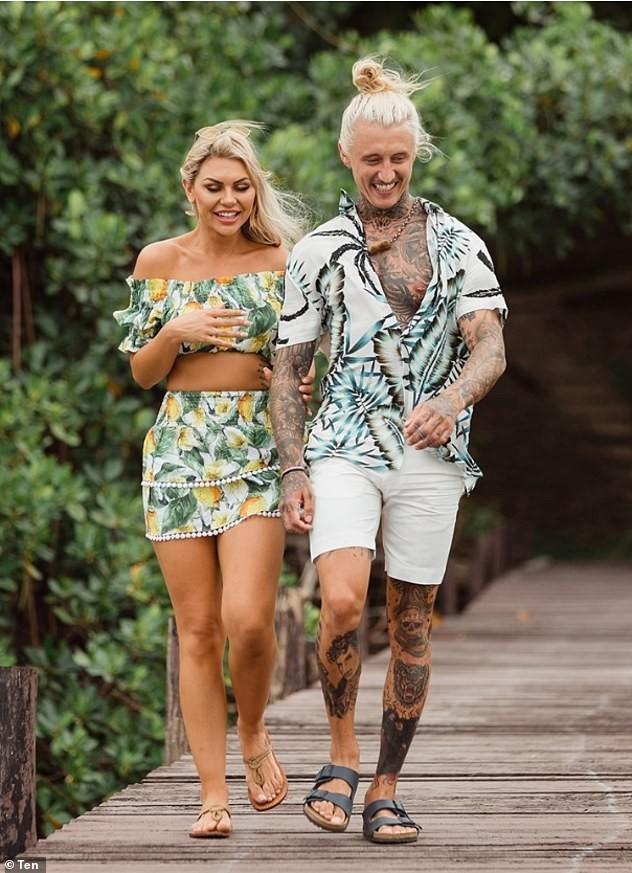 Sao truyền hình Úc Kiki Morris chụp bán nude siêu nóng bỏng ở bãi biển ảnh 8