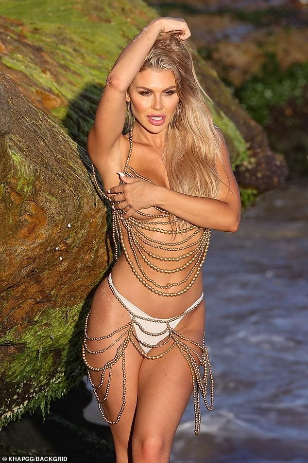 Sao truyền hình Úc Kiki Morris chụp bán nude siêu nóng bỏng ở bãi biển ảnh 2