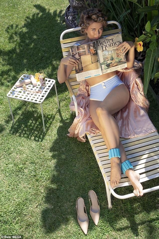'Búp bê Nga' Maria Sharapova khoe sắc vóc tươi trẻ đầy cuốn hút với bikini ảnh 1