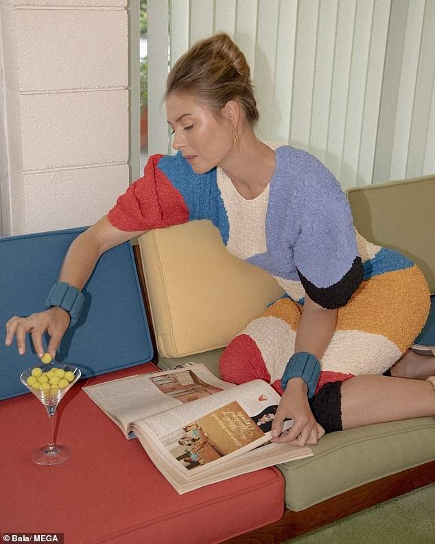 'Búp bê Nga' Maria Sharapova khoe sắc vóc tươi trẻ đầy cuốn hút với bikini ảnh 4