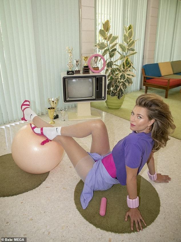 'Búp bê Nga' Maria Sharapova khoe sắc vóc tươi trẻ đầy cuốn hút với bikini ảnh 10
