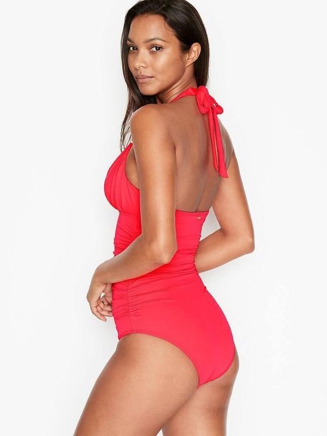 'Thiên thần nội y' Lais Ribeiro khoe đường cong quyến rũ với bikini ảnh 2