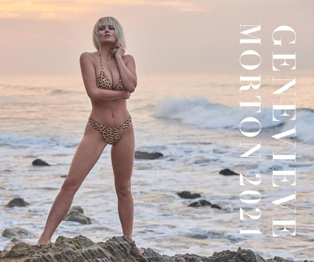 'Mỹ nhân áo tắm hàng đầu mọi thời đại' tung ảnh lịch bikini nóng bỏng 'nghẹt thở' ảnh 1