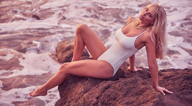 'Mỹ nhân áo tắm hàng đầu mọi thời đại' tung ảnh lịch bikini nóng bỏng 'nghẹt thở' ảnh 5