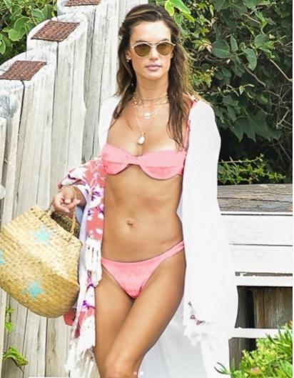 Cựu 'thiên thần nội y' Alessandra Ambrosio đẹp ngất ngây với bikini ảnh 4