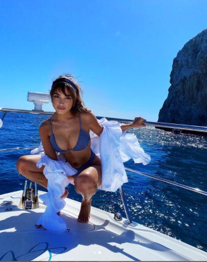 Hoa hậu Hoàn vũ Olivia Culpo khoe dáng đẹp như tạc tượng giữa biển trời ảnh 2