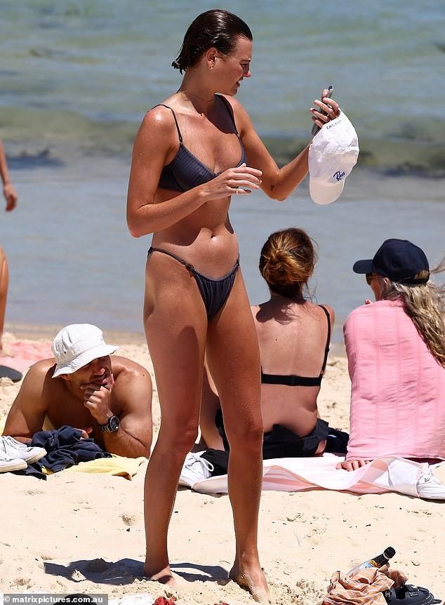 Mê mẩn ngắm body đẹp như tạc tượng của siêu mẫu Montana Cox với bikini ảnh 5