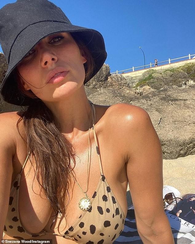 Sao truyền hình Úc thả dáng đẹp như mộng ở biển với bikini ảnh 1