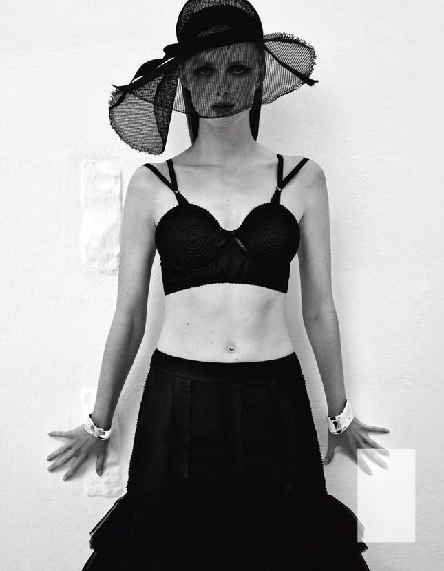 Sắc vóc của nàng mẫu trong clip quảng cáo của Louis Vuitton quay ở Việt Nam ảnh 8