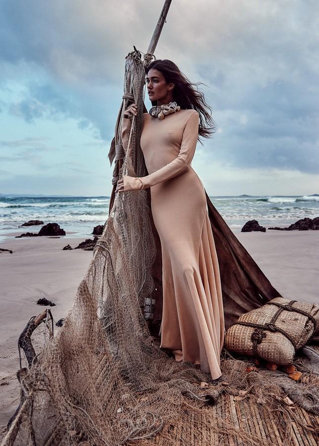 Sofia Reynal 'thả rông' táo bạo trên tạp chí ảnh 7